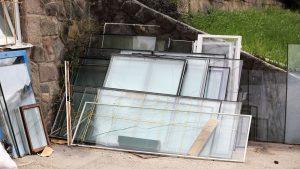 Régi üvegek és bontott ablakok, ajtók tőlünk, hogy Ön újrahasznosíthassa